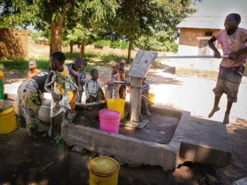 Utilisation de puits (Tanzanie ©Florian Reinhard)