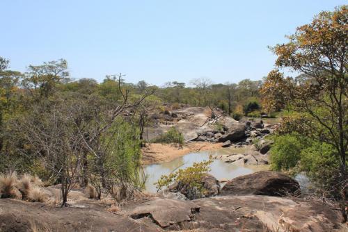 Rivière de Kululu qui marque la frontière nord de la réserve